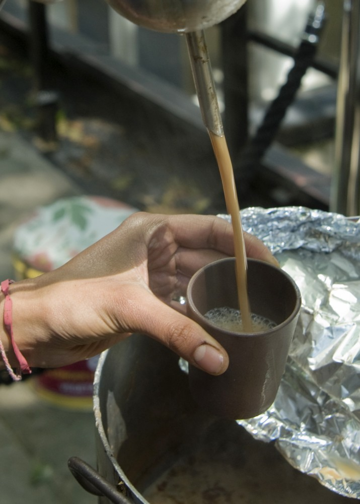 Jasleen-pouring-Chai2_Web